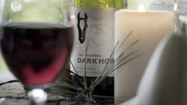 Dark_Horse_Wine_1920_X-1080